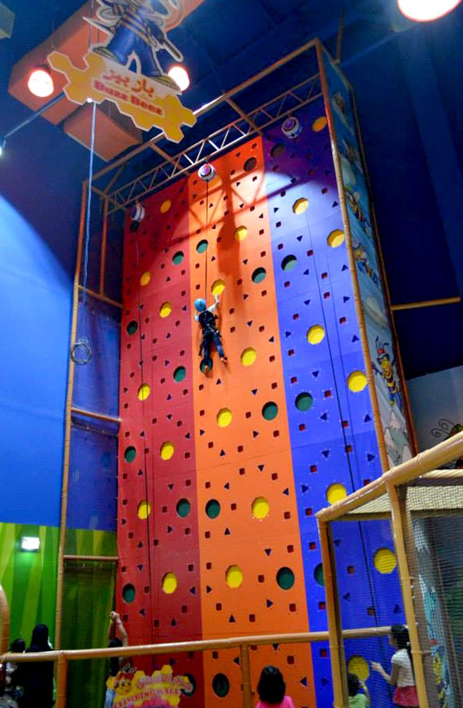 irec kids wall climbing play at okada